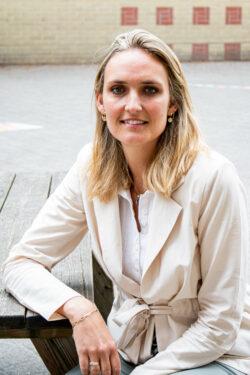 Esther Van den Hout